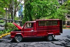 在街道上的Jeepney在马尼拉,菲律宾 免版税图库摄影