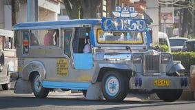在街道上的Jeepney在马尼拉 免版税库存照片