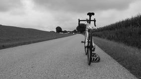 在街道上的Roadbike 库存照片