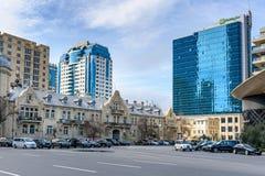 在街道和假日酒店旅馆和里海旅馆上的看法在中心城市巴库 阿塞拜疆 库存照片
