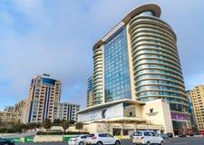 在街道和假日酒店旅馆和里海旅馆上的看法在中心城市巴库 阿塞拜疆 库存图片