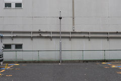 在街道墙壁上的大空白的广告牌 免版税图库摄影