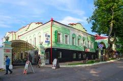 在街道奥尔加贝尔格霍尔茨, Uglich,俄罗斯上的旅馆Voznesenskaya 库存照片