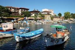 在街道安吉洛Roncalli和南部的港口上的看法在Nessebar,保加利亚老镇  免版税库存图片