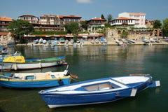 在街道安吉洛Roncalli和南部的港口上的看法在Nessebar,保加利亚老镇  库存照片