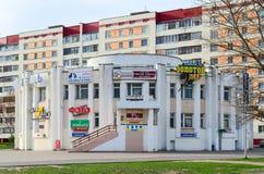 在街道斯维里多夫,戈梅利,白俄罗斯上的商业区片剂 免版税库存图片