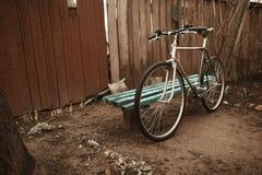 在街道照片的葡萄酒自行车 免版税图库摄影