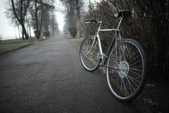 在街道照片的葡萄酒自行车 库存照片