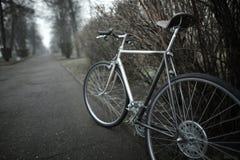 在街道照片的葡萄酒自行车 免版税库存图片