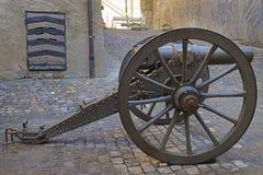 在街道的佳能在图恩城堡在瑞士 库存图片