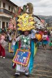 在街道的土产kichwa人跳舞 库存图片