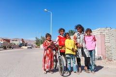 在街道的孩子 免版税库存图片