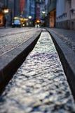 在街道的小水运河在弗莱堡,德国 免版税库存图片