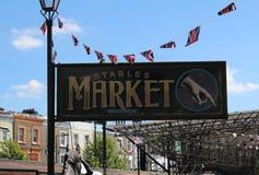 在街道的市场板 免版税库存照片