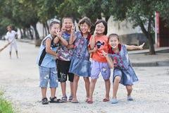 在街道的快乐的中国十几岁 库存照片