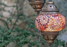 在街道的红色土耳其灯 免版税库存图片