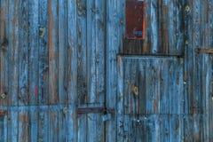 在街道的老木背景在冬天 免版税库存照片