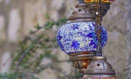 在街道的蓝色土耳其灯 免版税库存图片