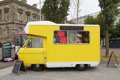 在街道的食物卡车 免版税图库摄影