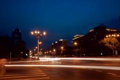 在街道的Nightscene 图库摄影