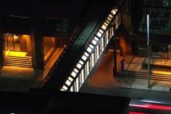 在街道走道的室内桥梁加上15系统 库存照片