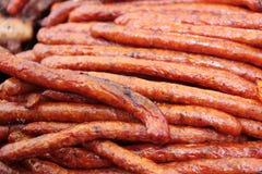在街道食物卖的烤传统罗马尼亚稀薄的香肠失去作用 免版税图库摄影