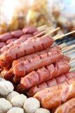 在街道食物市场,泰国上的泰国香肠 图库摄影