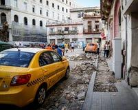 在街道,哈瓦那,古巴的新的出租汽车 免版税图库摄影
