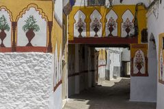 在街道, Tetouan -摩洛哥的被绘的墙壁 免版税库存照片
