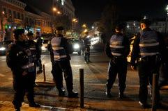 在街道暴乱期间的警察 免版税库存照片