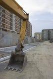 在街道建造场所的挖掘机胳膊 库存图片