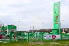 在街道Checherskaya,戈梅利, Belaru上的自动加油站 免版税库存图片
