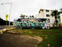 在街道Fisheye视图的街道画标记在Makaha夏威夷 免版税库存照片