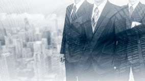 在衣服的三个商人 企业概念领导 人力 两次曝光 库存照片