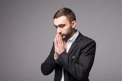 在衣服的年轻商人祈祷 库存图片