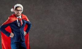 在衣服超级英雄圣诞老人的一个商人 免版税库存图片