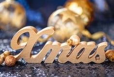 在衣服饰物之小金属片的圣诞节装饰 免版税库存照片
