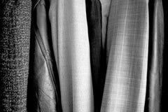 在衣橱安置的不同的衣裳 E 好纹理 库存图片