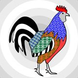 在补缀品样式的五颜六色的雄鸡在灰色背景组成由同心圆 库存照片