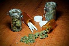 在表上的大麻 免版税图库摄影