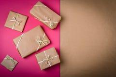 在表上的礼物 免版税图库摄影