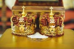 在表上的金黄冠 免版税图库摄影