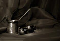 在表的咖啡仍然寿命。 图库摄影