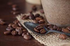 在表的咖啡豆 库存照片
