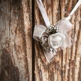 在表的婚礼花 免版税库存图片