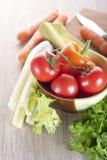 在表的新鲜蔬菜 免版税库存照片