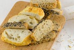 在表的面包 图库摄影