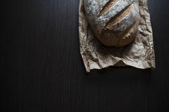 在表的面包 库存照片