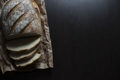 在表的面包 免版税库存图片