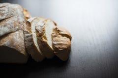 在表的面包 免版税库存照片
